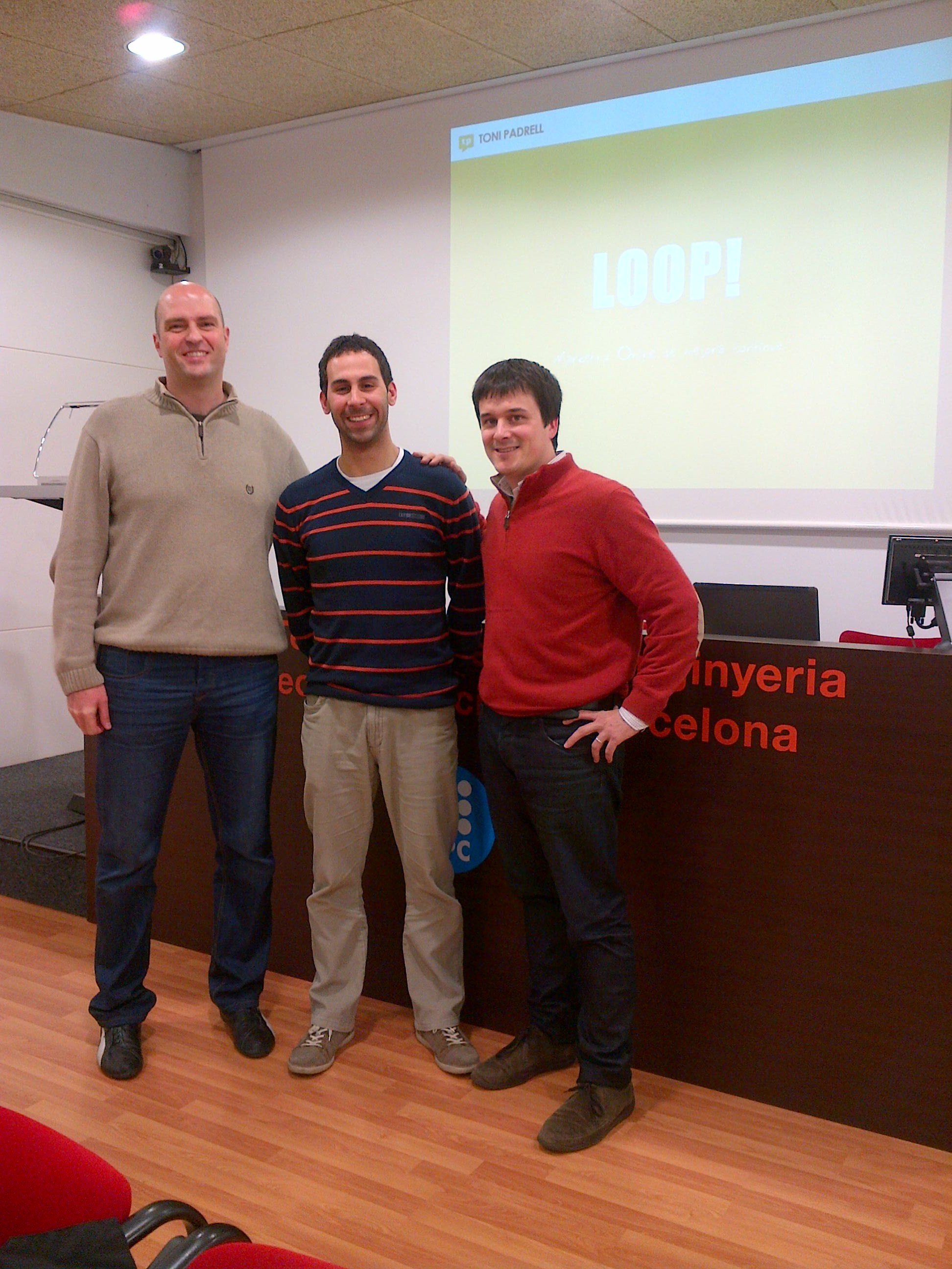 Un dels premiats, en Jesús Pablo González (centre), acompanyat d'en Ricard Montero (esquerra) i d'en Toni Padrell (dreta).